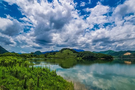 中国的山水之美与江南的诗情画意在此交融;其地处华东沿海,长江三角洲