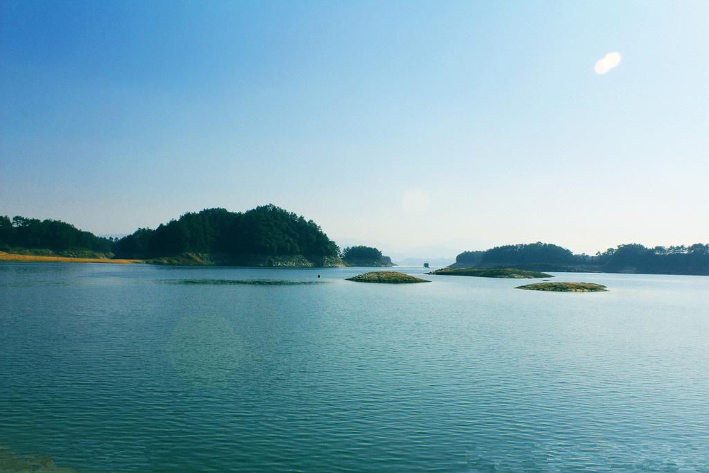 钱塘江与千岛湖,同属新安江水系,发源于休宁县境内海拔1600多米的怀